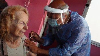 Residentes de larga estadía recibieron primera dosis de la vacuna  Covishield