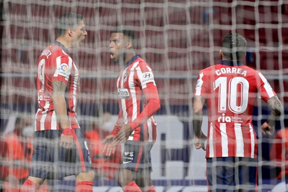 Suárez festeja el único gol del partido. Correa fue titular.