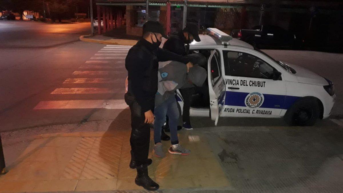 Detuvieron a dos jóvenes que quisieron robar un centro médico.