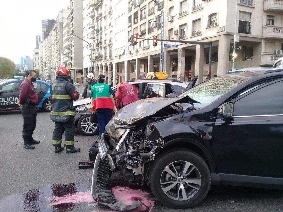 Así quedó el auto de Campuzano tras el choque.