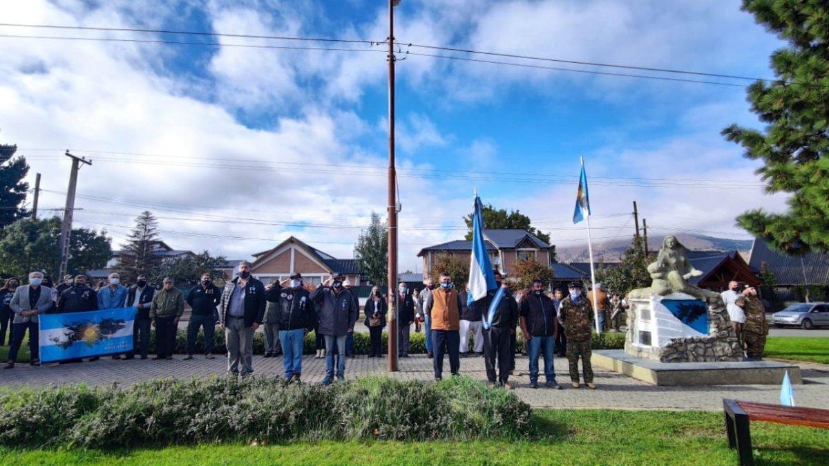 El acto se realizó a las 11 horas en Av Alvear y Pje Mermoud.