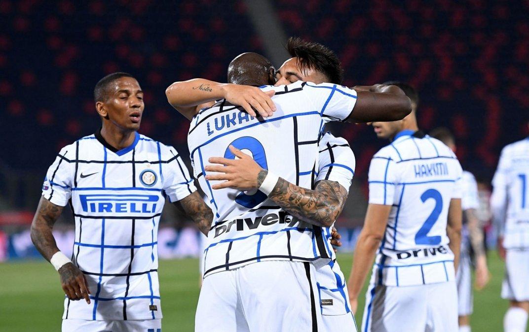 Lautaro festeja con Lukaku el único gol del partido.