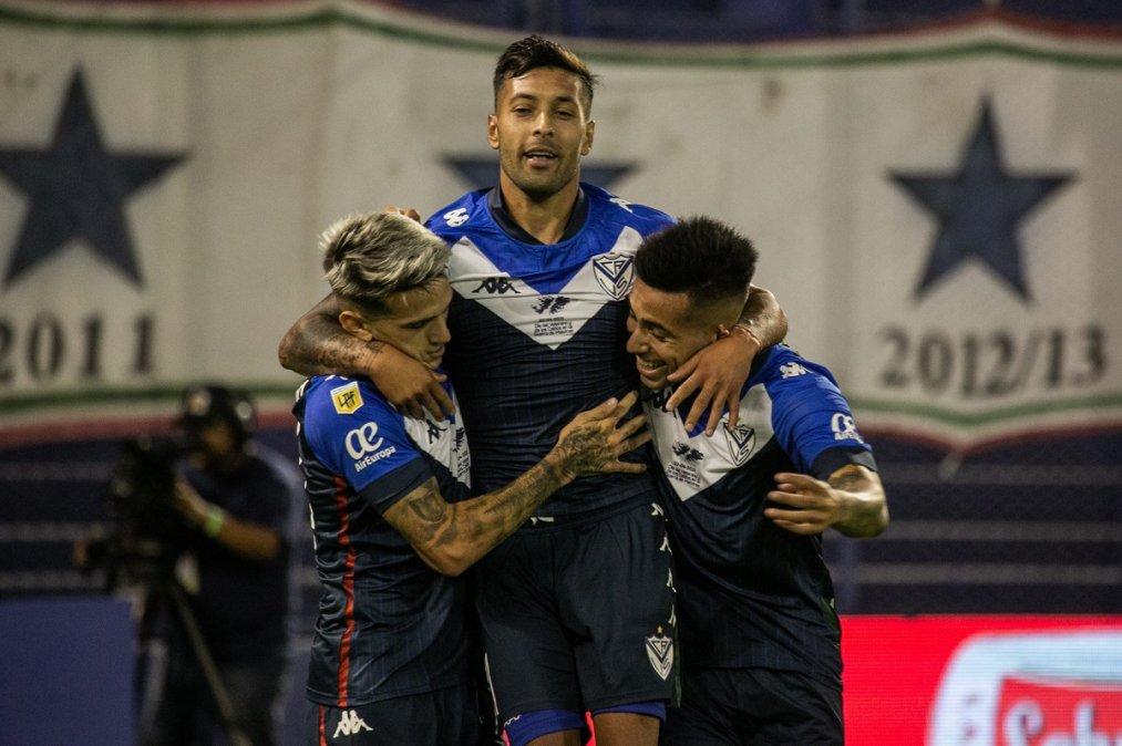 Vélez goleó a Unión y quedó como único puntero de la Zona B.