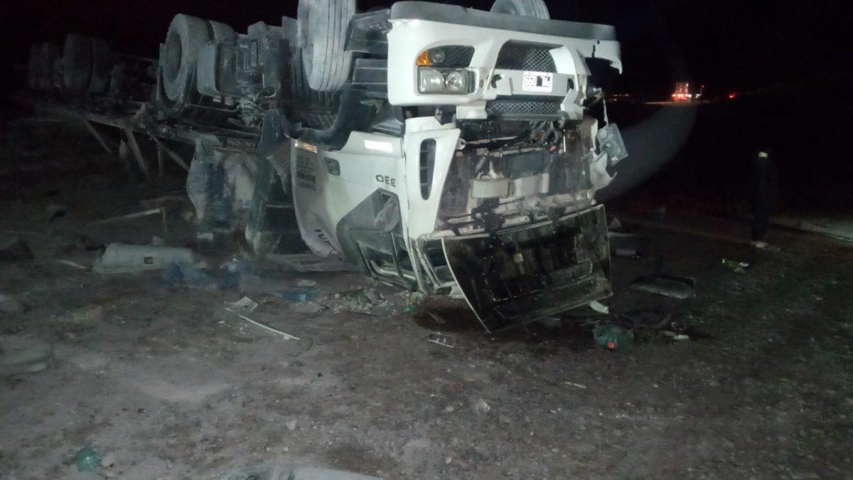 Camión volcó cerca de Garayalde: el conductor estaba alcoholizado
