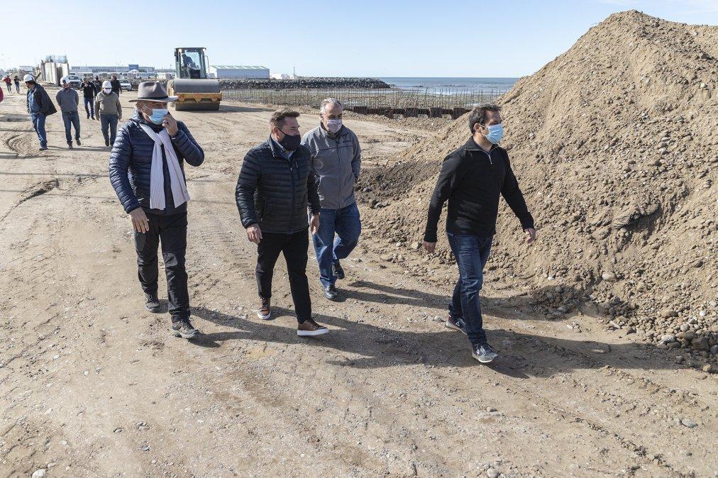 Luque recorrió el avance de las obras en el Paseo Costero.