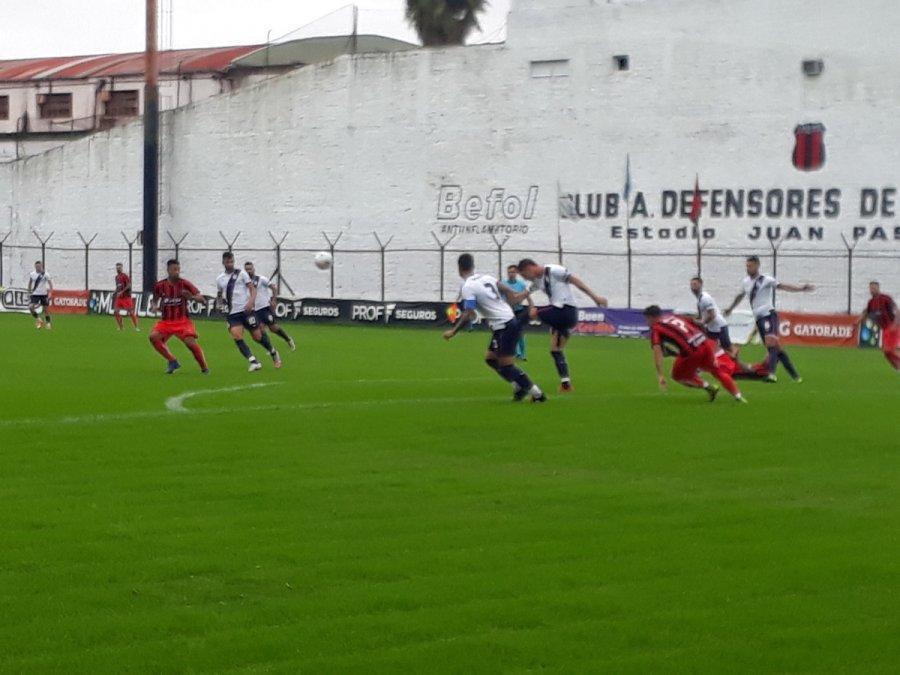 Brown de Madryn perdió con Defensores de Belgrano.