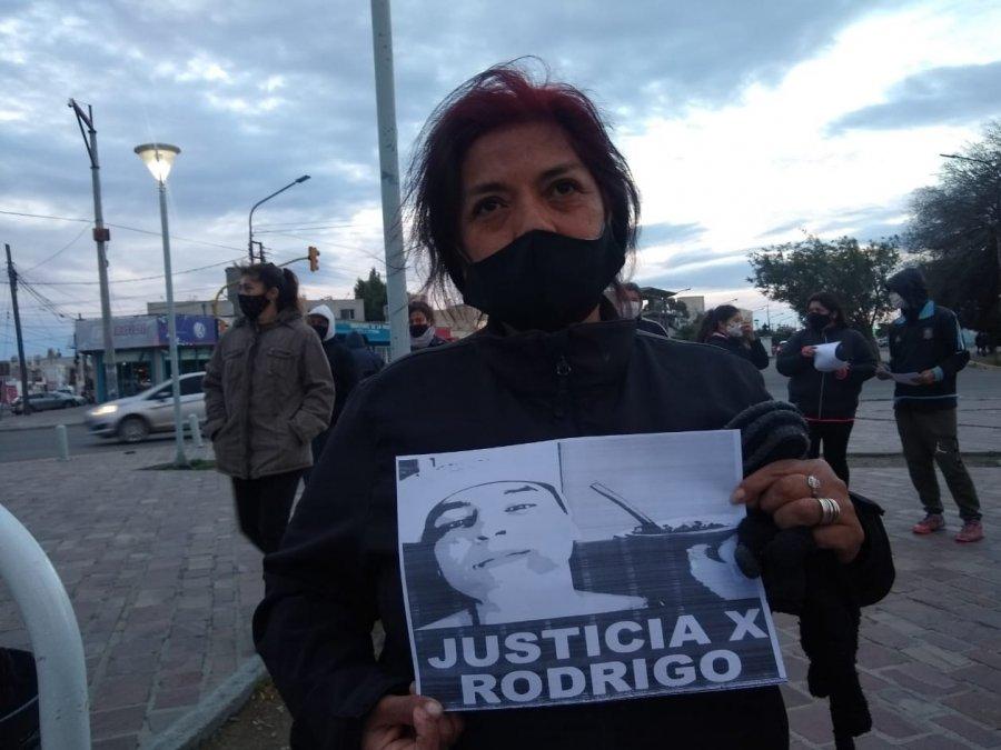 Se hizo una marcha pacífica reclamando justicia por Rodrigo Curaqueo. Foto: La Opinión Austral