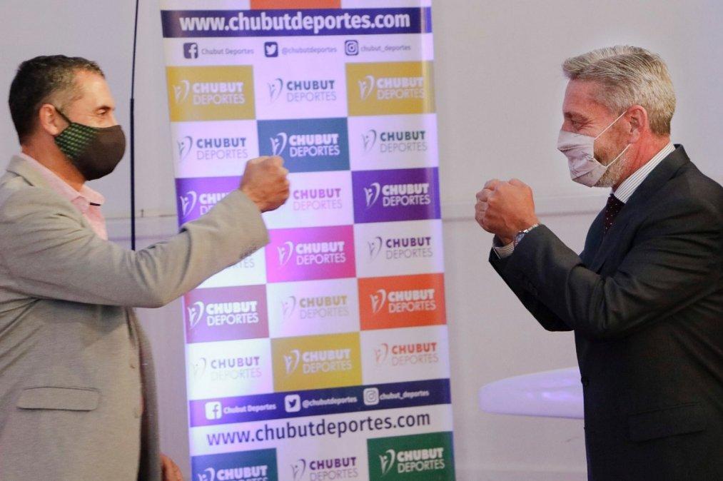 Arcioni anunció la compra de 4 colectivos para Chubut Deportes.