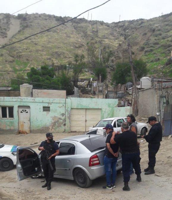 Dos sujetos que andaban a los tiros fueron detenidos en el Pietrobelli.