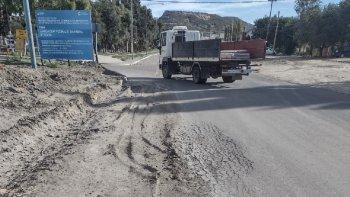 Los vecinos piden la colocación de un semáforo en Fray Luis Beltrán y Los Cedros frente a la Plaza Saavedra.