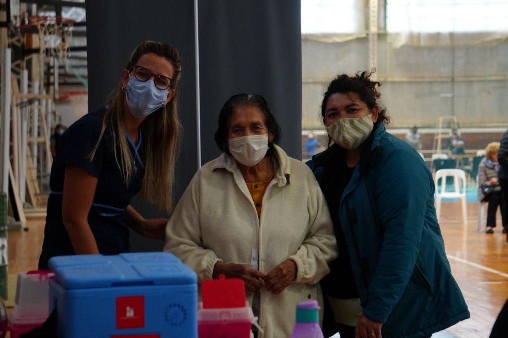 Continuarán los rostros alegres en Comodoro y Rada Tilly porque seguirán llegando vacunas y continuará el plan iniciado sin interrupciones.