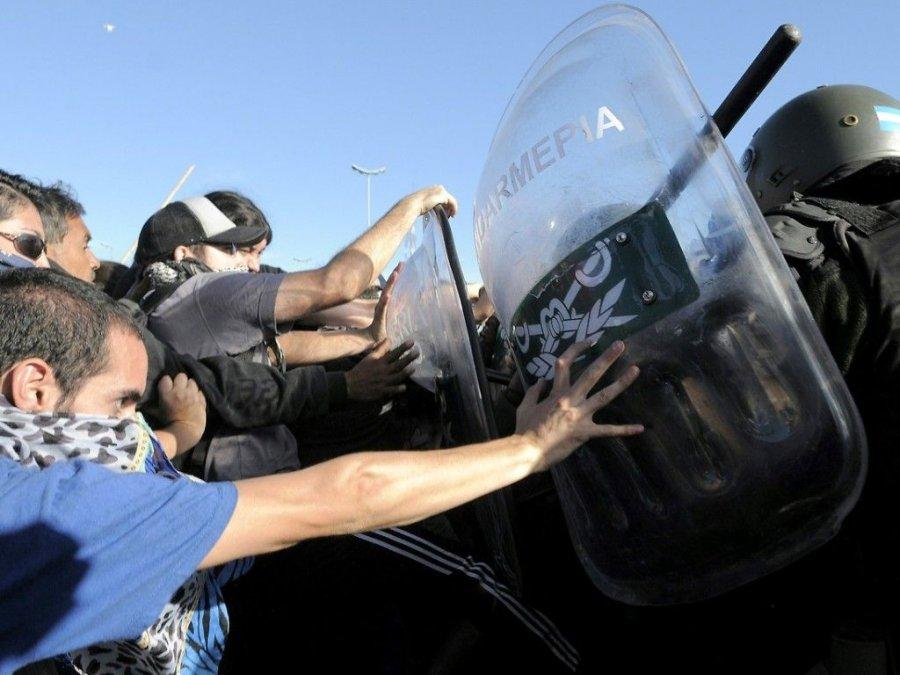 Neuquén: Pichetto pide desalojo de rutas y fuerzas de seguridad.