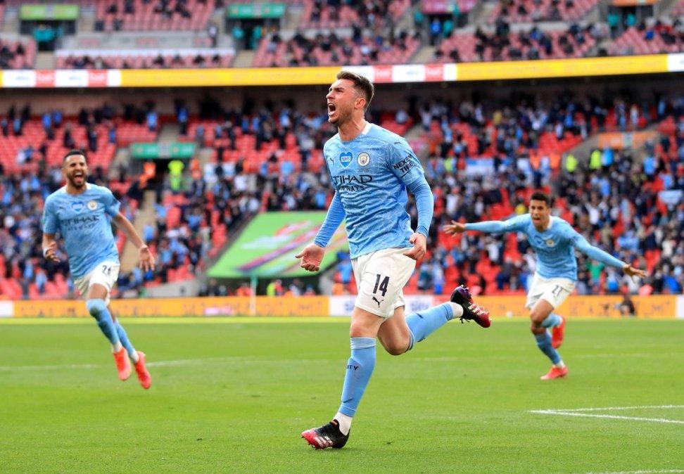 Laporte festeja el gol que le dio el título al Manchester City en la Copa de la Liga.