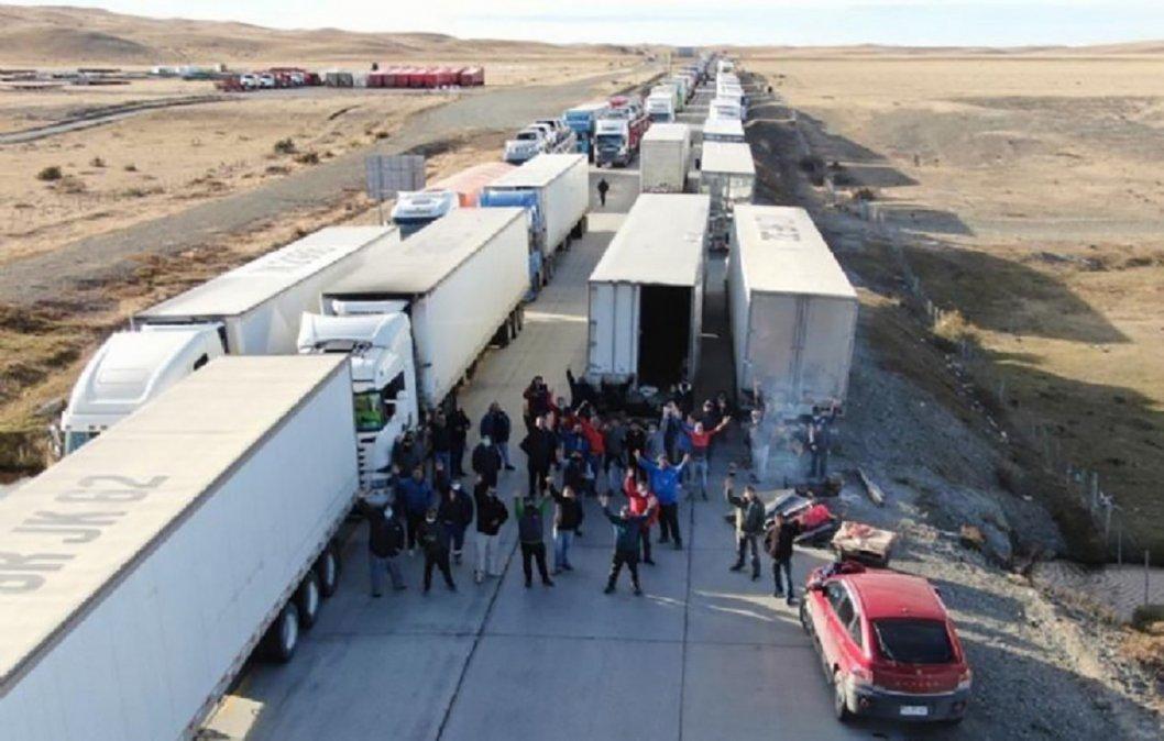 Camioneros chilenos cortan el acceso a Tierra del Fuego