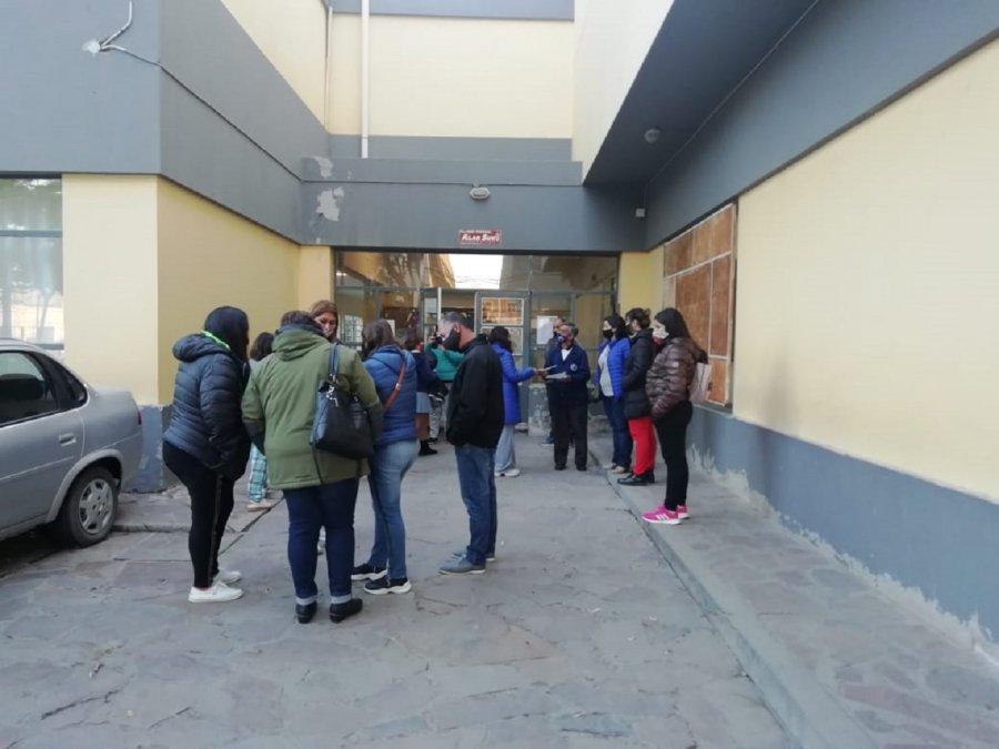 Desde SOyEAP aseguran que hay muchas irregularidades en la Escuela N°1 y por eso no hay clases presenciales en el turno mañana.