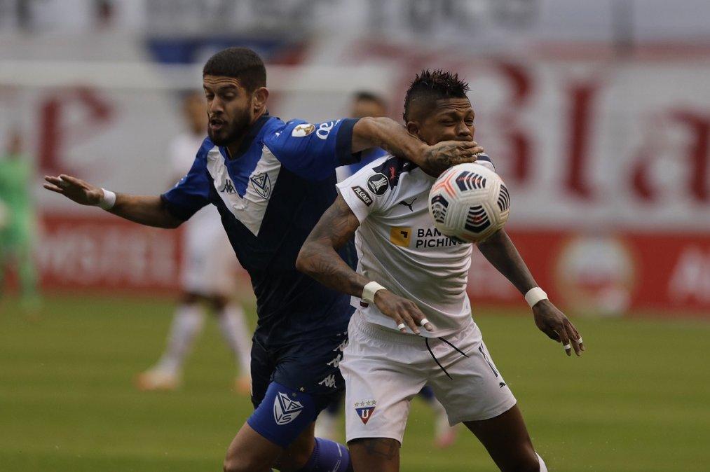 Vélez perdió en Ecuador y complicó su situación en la Copa Libertadores.
