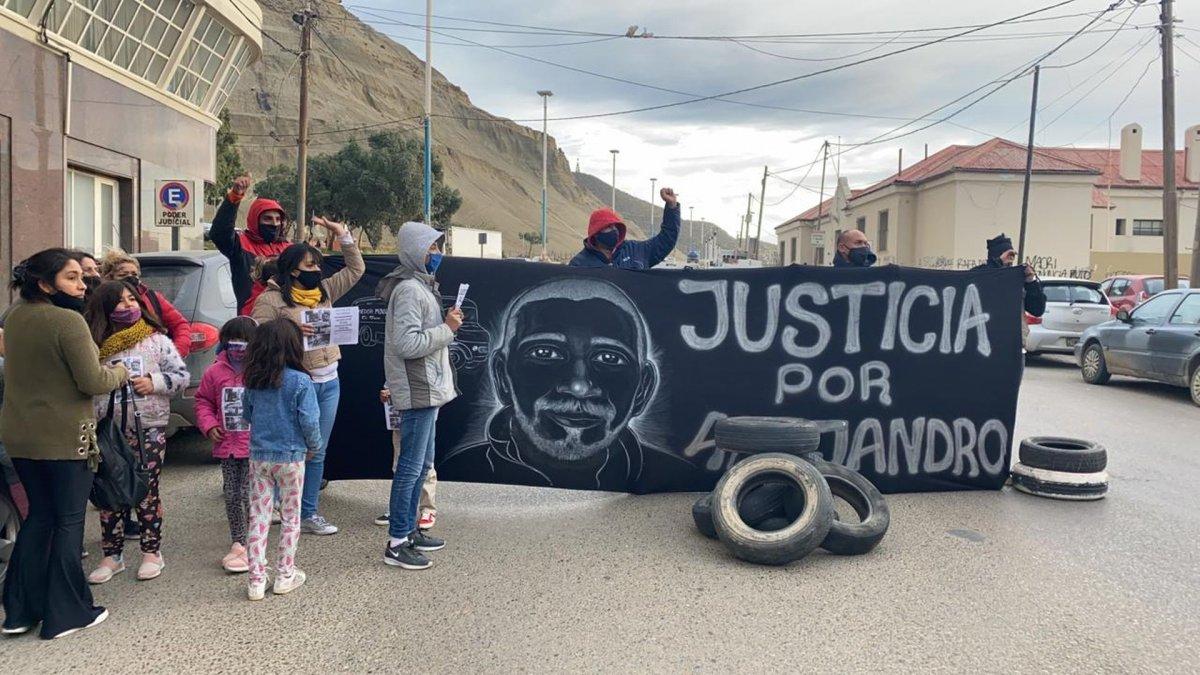 Dieron domiciliaria al acusado por el crimen de Battaglia y familiares se manifiestan