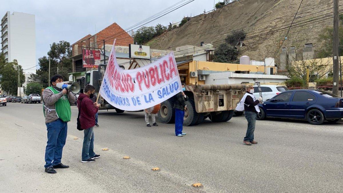 Trabajadores de la Salud cortan la Avenida Hipólito Yrigoyen.