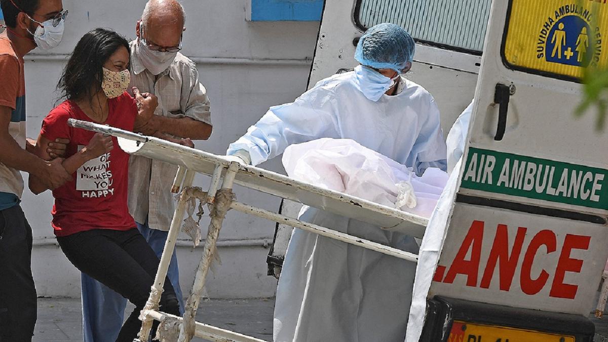 India bate récords de contagios y faallecidos por COVID y en Brasil la cifra de fallecidos superó los 400.000.