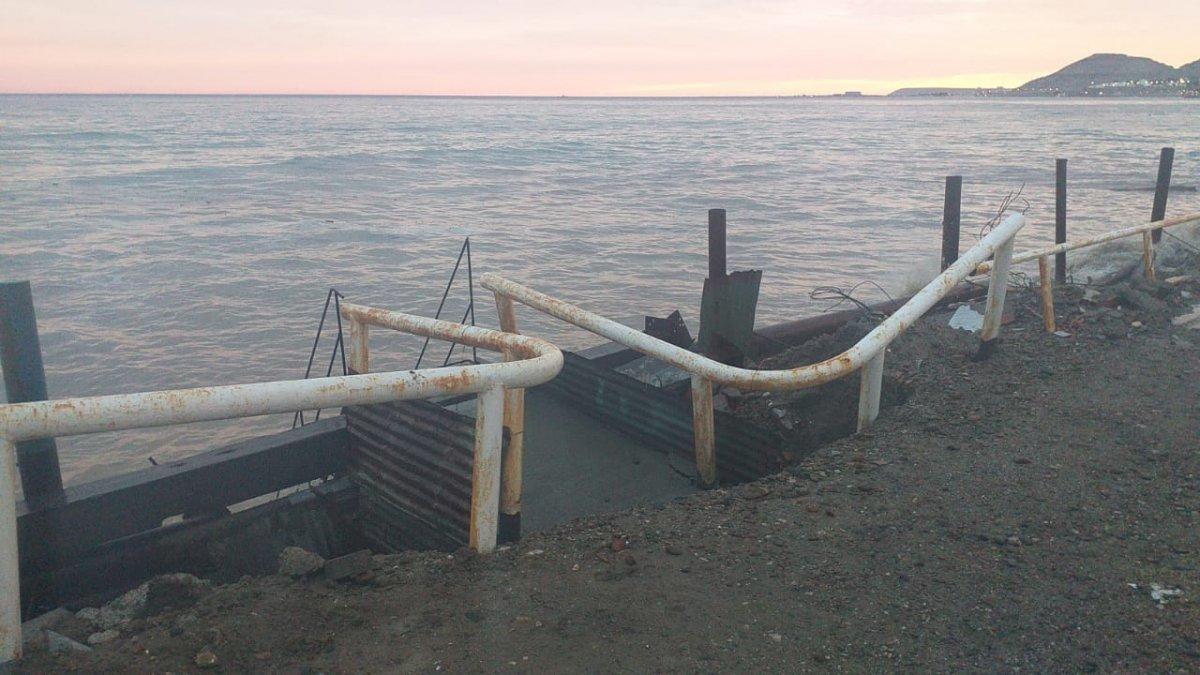 Vecinos del barrio Usina de Km.5 está preocupados por el avance del mar y piden alguna obra que frene la fuerza de las olas.