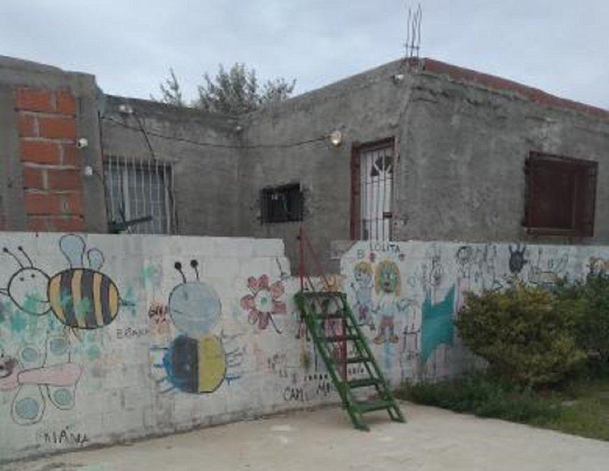 Usurparon y como no tenían salida rompieron el paredón de un Jardín de Infantes