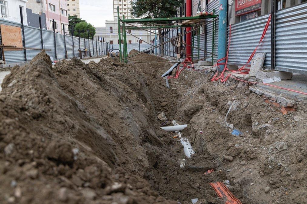 Iniciaron los trabajos de recambio de servicios sobre calle 9 de Julio.