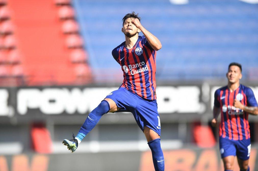 Óscar Romero marcó de penal el gol de San Lorenzo para el triunfo sobre Godoy Cruz.