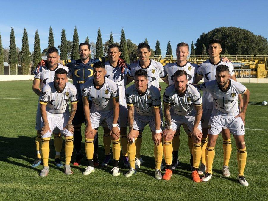 Deportivo Madryn perdió 2-1 con Desamparados en San Juan.