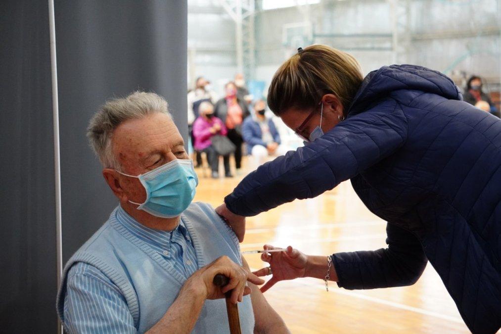La provincia de Chubut llevaba aplicadas hasta el miércoles 5 de mayo 106.092 dosia de vacunas contra el coronavirus.