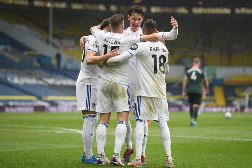 El Leeds superó 3-1 al Tottenham por la fecha 35 de la Premier League.