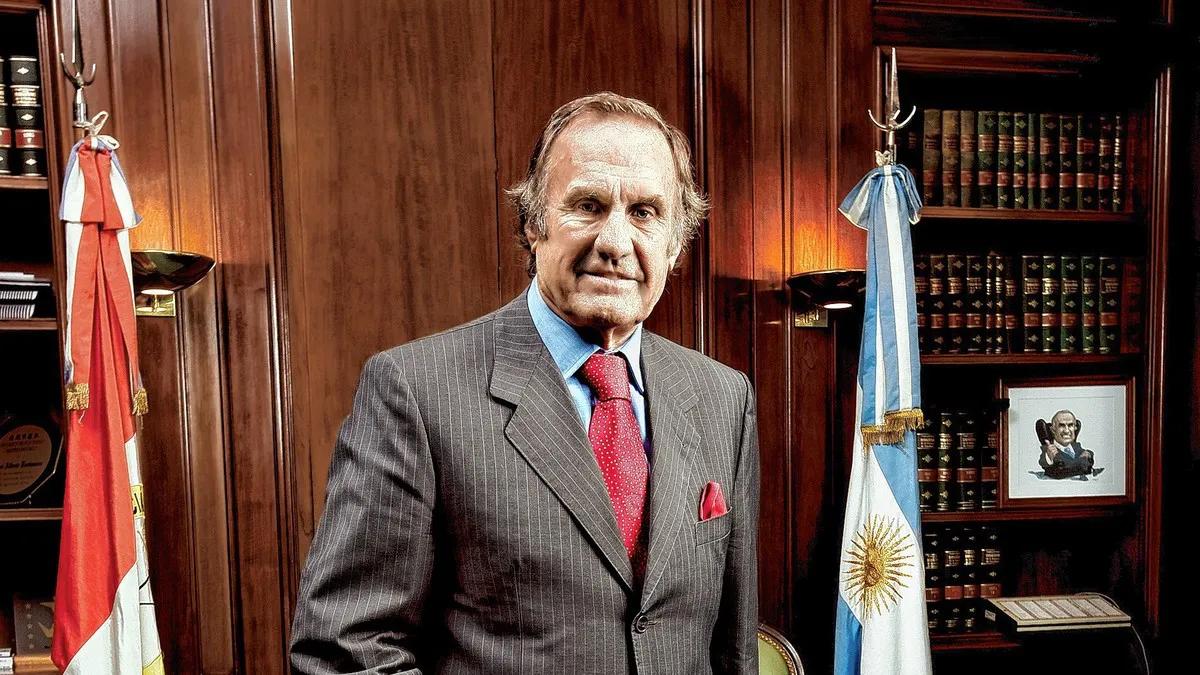Se complicó la salud del senador Carlos Reutemann y fue derivado a una clínica de la ciudad de Rosario.