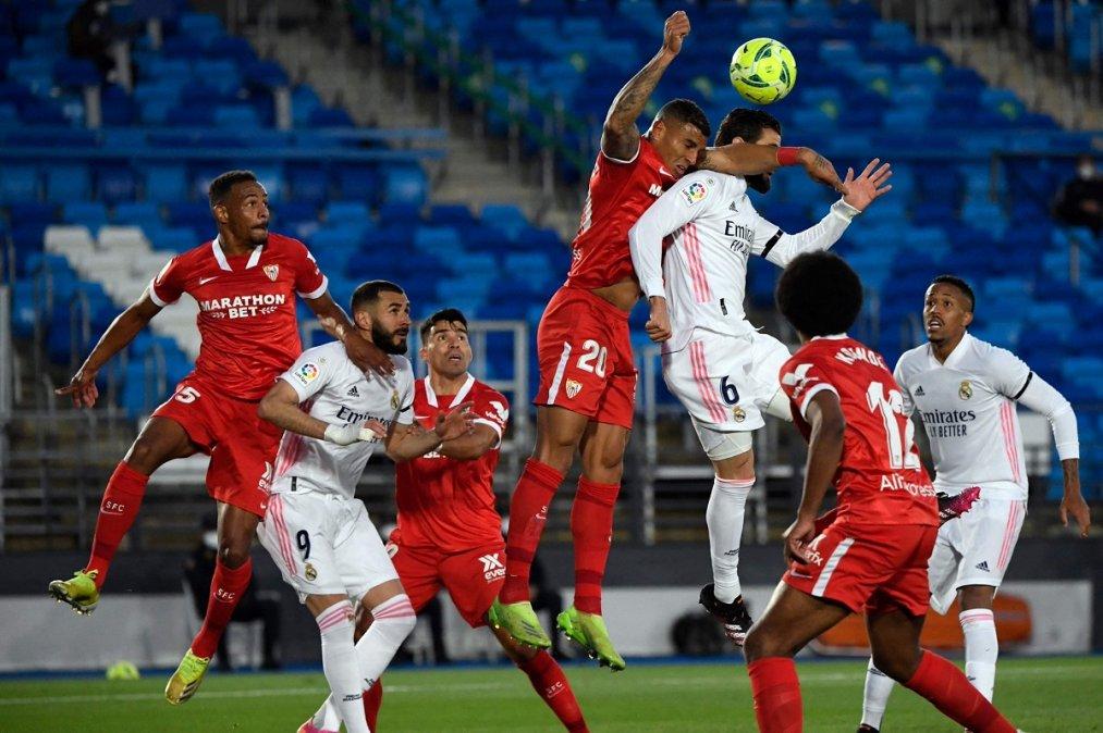 Real Madrid y Sevilla igualaron 2-2 por la fecha 35 de La Liga de España.