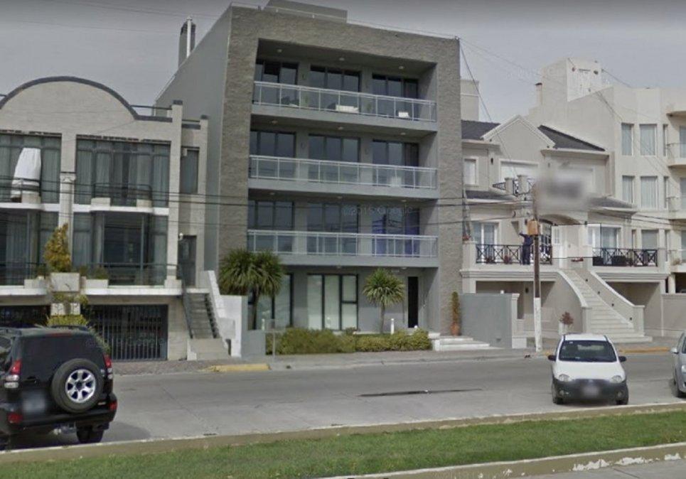 Escracharon a Ricardo y Gustavo Sastre afuera del edificio donde reside el Vicegobernador.