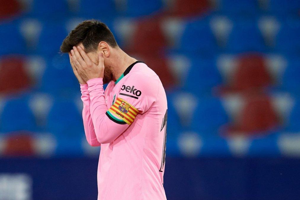 Messi preocupado ante el empate con el Levante que no le permitió llega a lo más alto en La Liga.