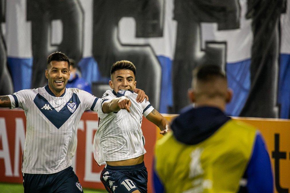 Vélez le ganó a Liga de Quito y se acomodó en su grupo.