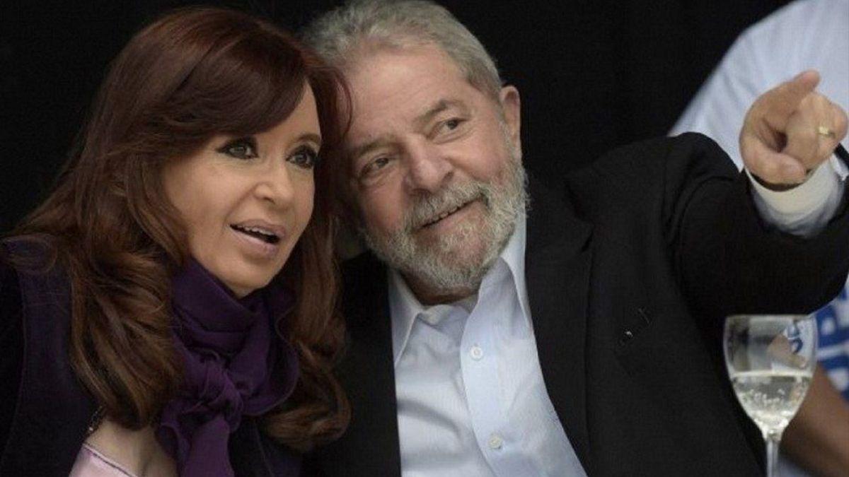 Cristina Kirchner mantuvo un encuentro con Lula Da Silva para firmar un convenio entre el Instituto Patria y una entidad similar que preside el ex presidente brasileño.