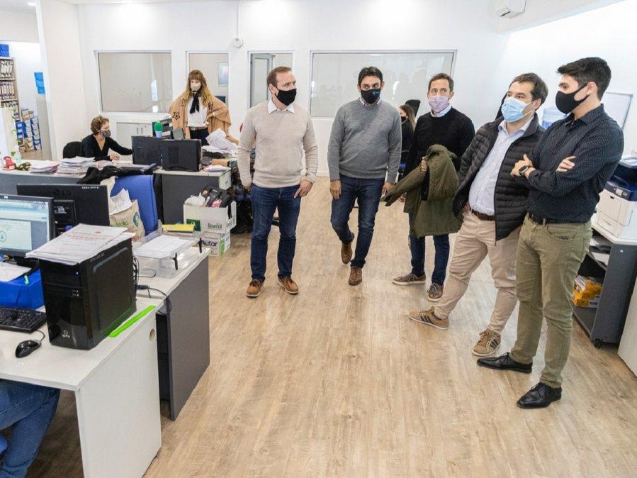 Juan Pablo Luque recorrió las oficinas del nuevo edificio de Recaudación.