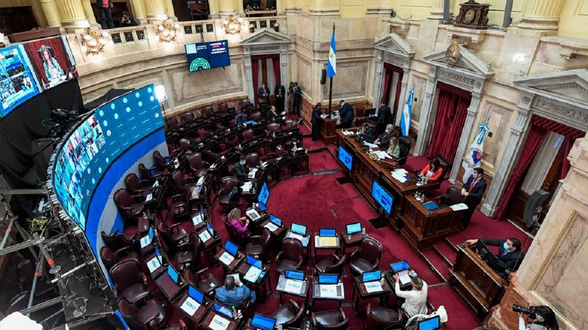 El Senado aprobó la ley que posterga un mes las PASO y las Elecciones Generales