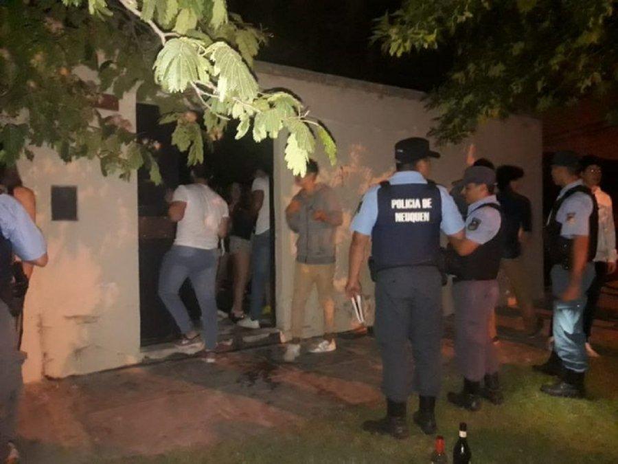 Deberán pagar casi un millón de pesos en multas por fiestas clandestinas. (imagen ilustrativa).