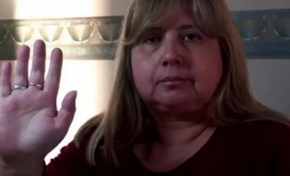 La docente Rosa Razuri fue separada de su cargo tras decirle a sus alumnos que el covid no existe.