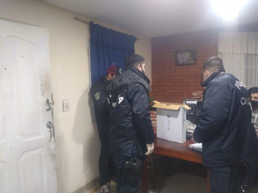 La DPI de Comodoro Rivadavia desbarató una estafa que se realizó con la venta de una Play Station. En un allanamiento realizado este jueves recuperaron la máquina.