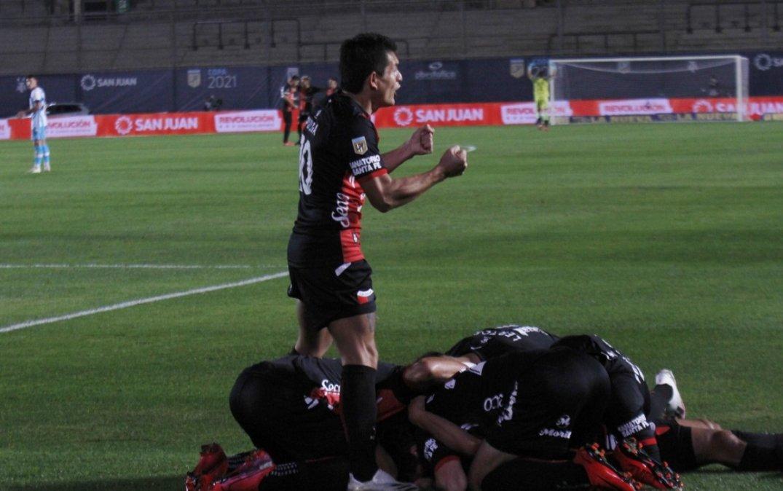 Colón le ganó 3-0 a Racing y se consagró campeón de la Copa de la Liga Profesional.