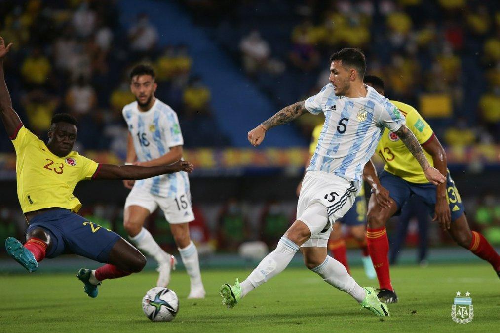 Paredes marcó pero no le alcanzó para el triunfo de Argentina.