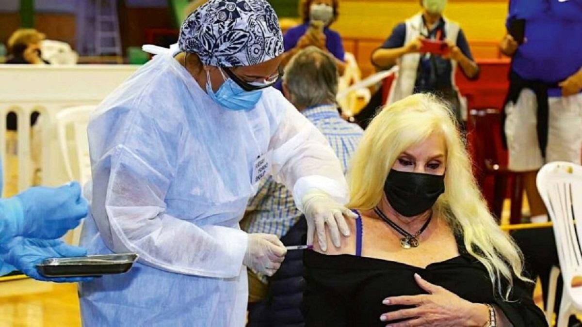 Susana Giménez positivo de coronavirus tras vacunarse con dos dosis en Uruguay.