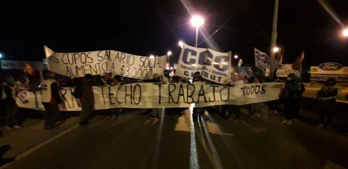 La CCC y organizaciones sociales cortan Ruta 3 y 26