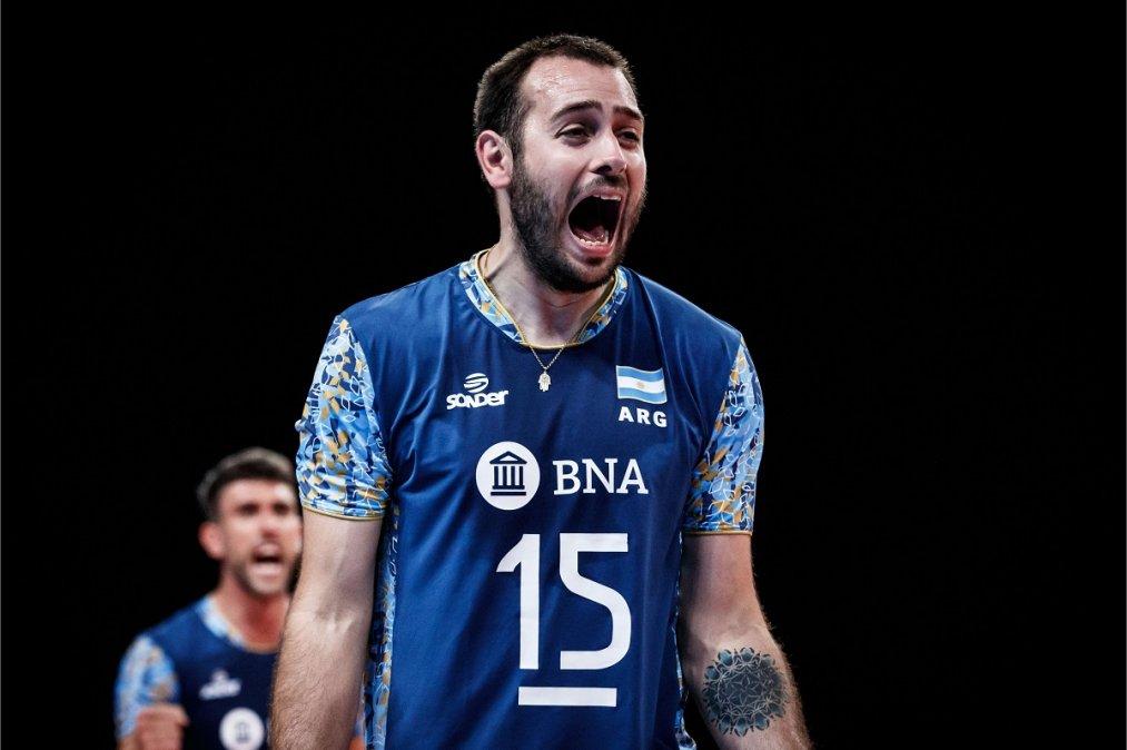 Luciano De Cecco celebra el importante triunfo ante Japón.