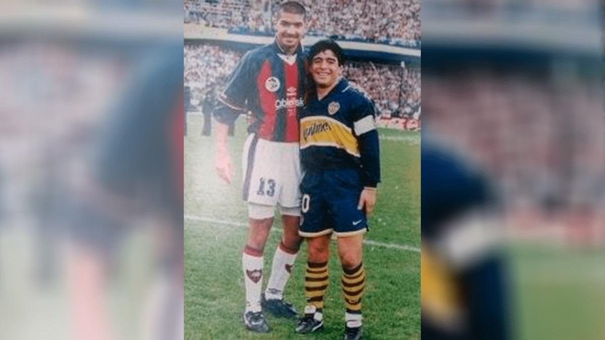 Abreu junto a Maradona en el clásico entre Boca y San Lorenzo de 1997.