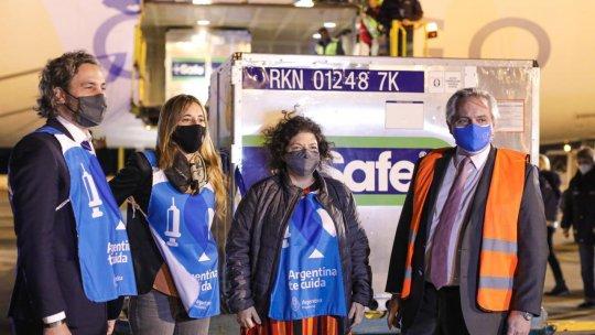 El presidente Alberto Fernández y la ministra de Salud, Carla Vizzotti, recibieron el cargamento de vacunas de Astraeneca que estableció el arribo de 20 millones de dosis.