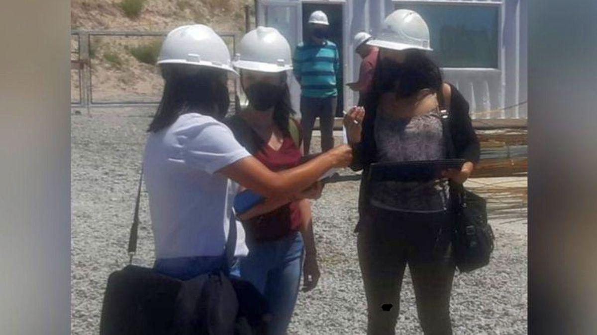 Inspeccionaban sobre Trabajo no Registrado y las echaron al grito de feminazis. Foto: La Mañana de Neuquén.