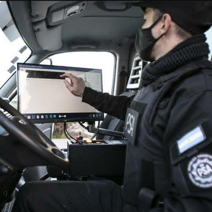 Equipo backscatter (tecnología que permite escanear la carga de los camiones en movimiento).